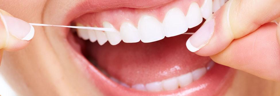 Zahnreinigung in Rissen // Foto: kurhan, Shutterstock